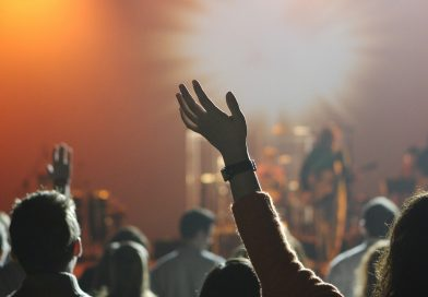 koncert tłum pixabay.com