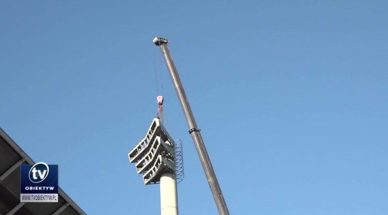 Trwa demontaż masztów oświetleniowych na Stadionie Miejskim w Rzeszowie