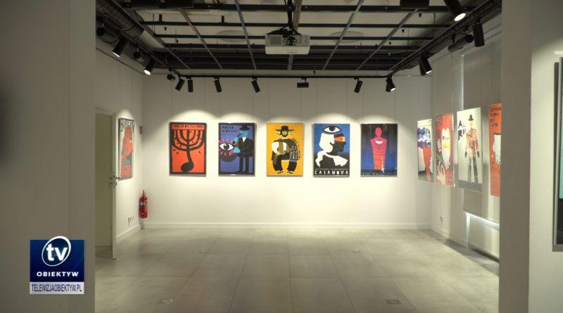 Mężczyzna i plakat – wystawa Patrycji Longawy